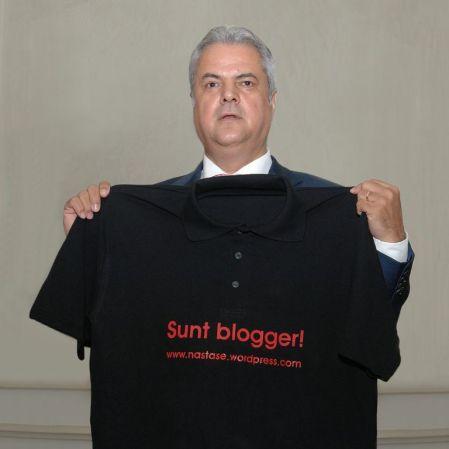 adrian-nastase-tricou-sunt-blogger