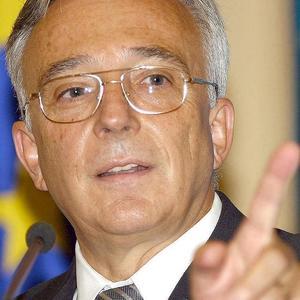 http://roxanaiordache.files.wordpress.com/2009/03/isarescu-wwwfixfitro.jpg