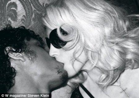 madoona jesus kiss